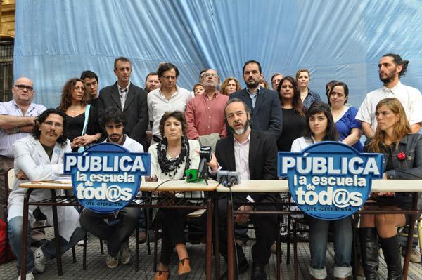 Conf-de-prensa-en-el-Acosta17-10