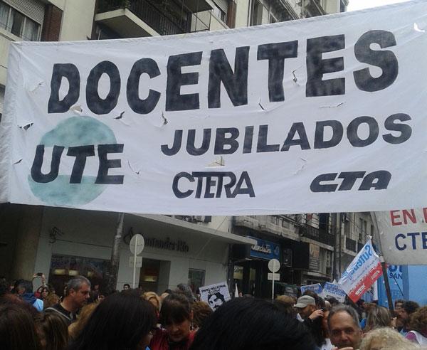 Los jubilados de UTE presentes en la marcha del 4 de abril