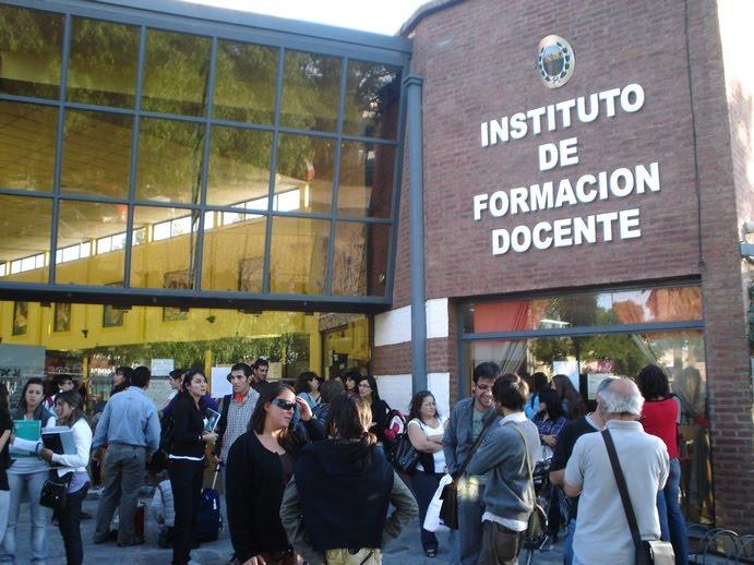En defensa de los institutos de formaci n docente ute for Instituto formacion docente