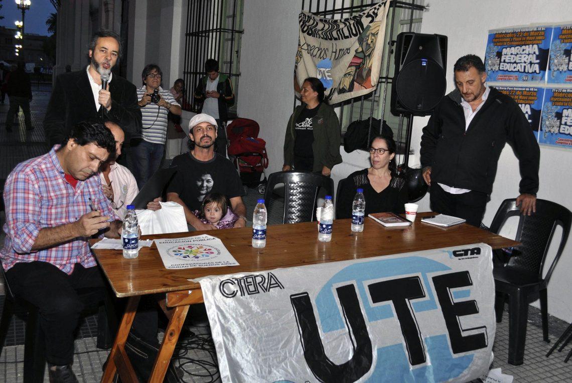 Clase Abierta y apoyo a la Paritaria Nacional Docente en el Cabildo