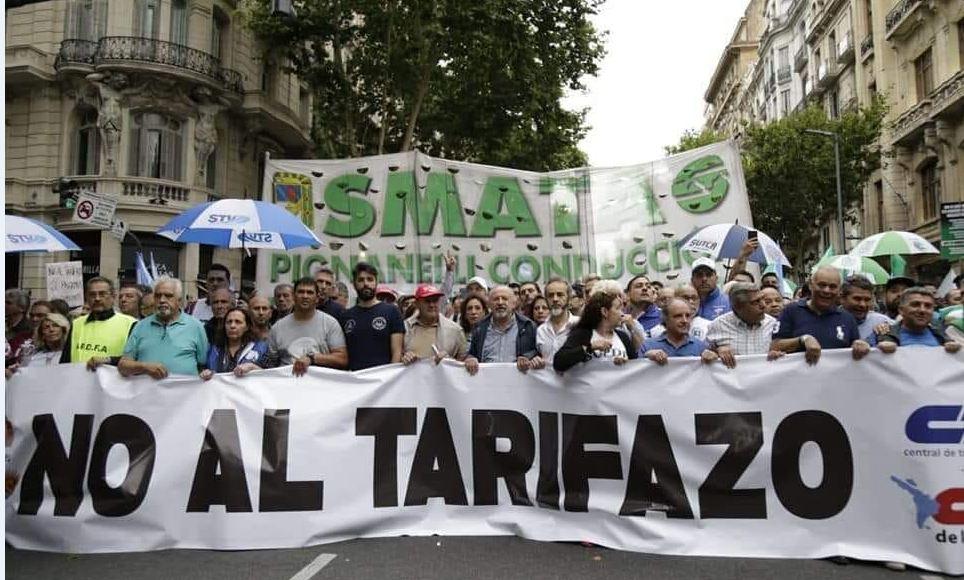 Una multitud se movilizó para decir basta a los tarifazos