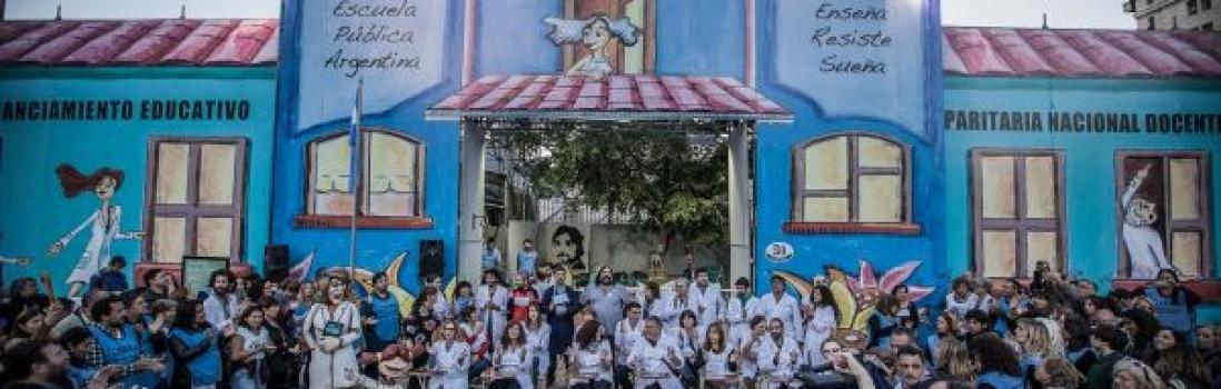 """Más de 93 mil personas brindaron su solidaridad en la """" Escuela Pública Itinerante"""" de CTERA"""