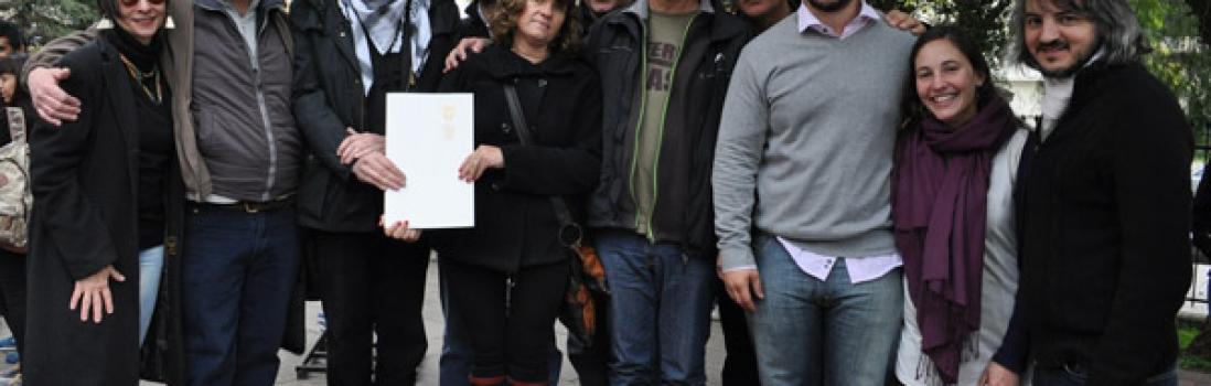 Baldosas en homenaje a estudiantes detenidos desaparecidos de las Escuelas Técnicas Raggio.